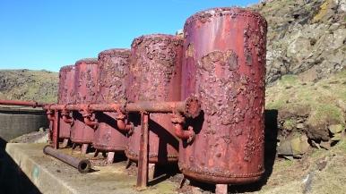 Compression tanks